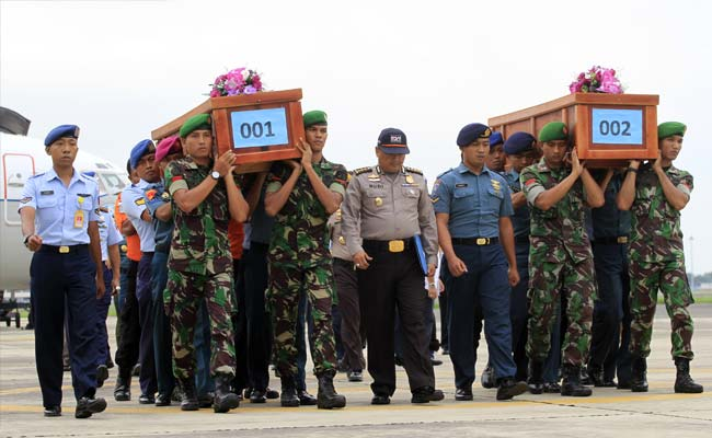 AirASia_victims_in_coffin_AP_650