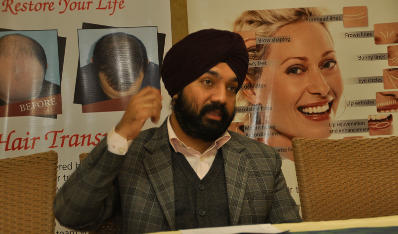 Dr-Vikramjit-Singh-Dhingra-MD-Bodysculpt-,-Cosmetic-Surgeon-addressing-Media-at-Hotel-Aroma