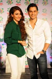 Newly married couple – Soha Ali Khan and Kunal Kemmu, join the #ShareTheLoad Movement