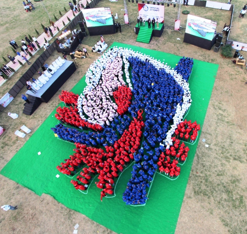 Photo-Caption_Guinness-World-Record-of-Human-Heart-by-Ranbaxy-and-APICON-2015