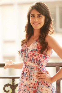 After Ranbir, Arjun and Irrfan's sister, Gunjan to play Girlfriend