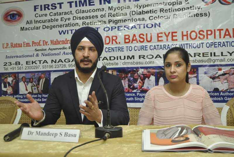 Dr-Mandeep-Singh-Basu-&-Ms-Jasmin-Basu-at-Chandigarh-Press-Club-(2)
