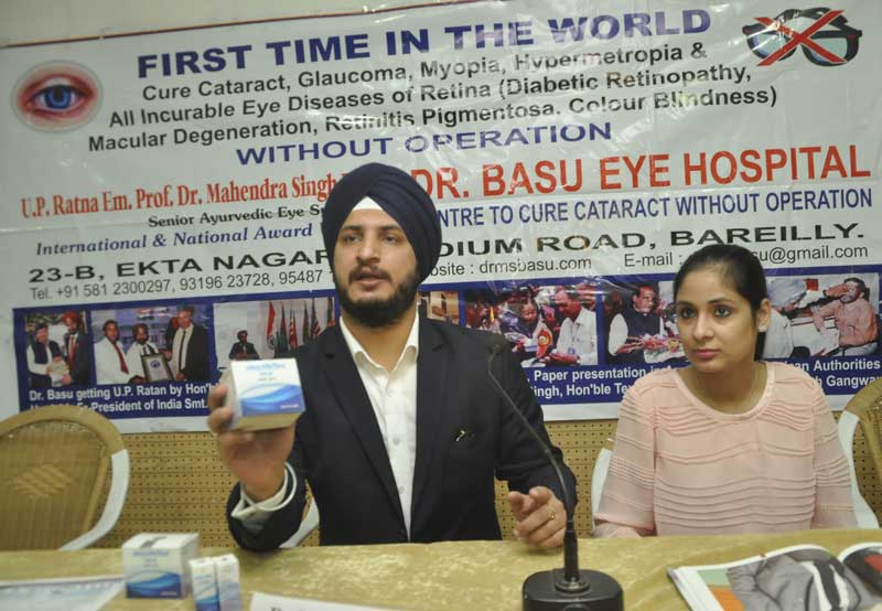 Dr-Mandeep-Singh-Basu-&-Ms-Jasmin-Basu-at-Chandigarh-Press-Club-(3)