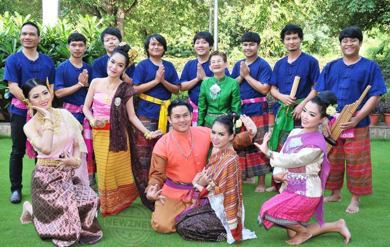 Thailand-dancers-troupe