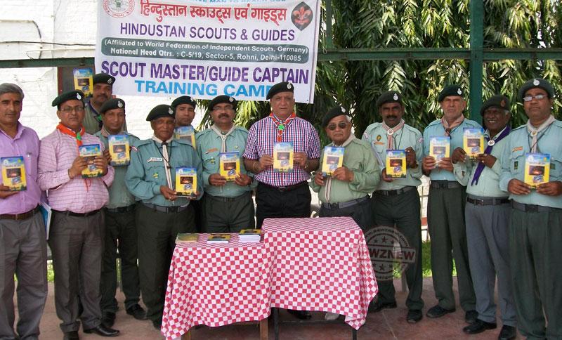 national--training-camp-ke-dauraan-scouting-ki-book-release-karte-pdadhikari-(2)