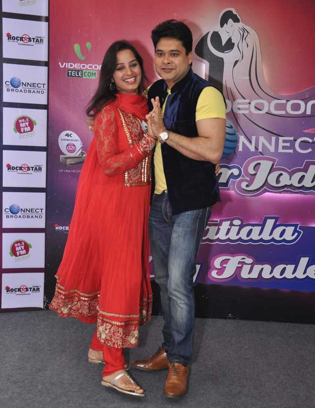 A-couple-performing-during-Super-Jodi-Ludhiana-City-Finale