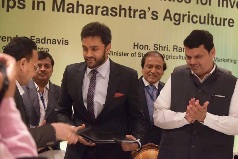 Mr-Sarvesh-Shahra-and-Hon'ble-Chief-Minister-Shri.-Devendra-Fadnavis
