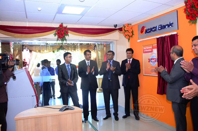 Officials-of-ICICI-Bank-during-the-inaugration-of-4000th-Branch-held-at-Sector-37D-Chandigarh