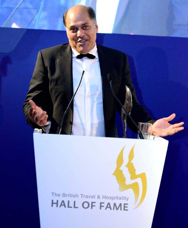 Peter-Kerkar-receiving-The-Hall-of-Fame-award