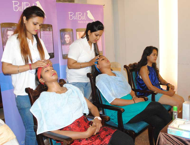 Beauticians-during-the-makeover-session-at-the-launch-of-Bulbul-service-in-Chandigarh..