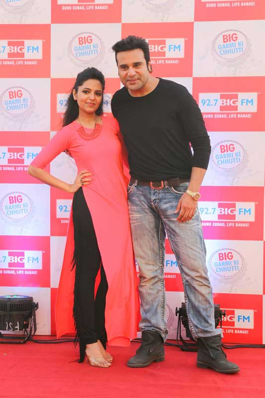 Comedians-Krushna-Abhishek-and-Sugandha-Mishra-at-the-launch-of-92.7-BIG-FM's-summer-campaign-BIG-Garmi-Ki-Chhutti
