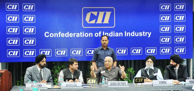 H.E-Mr-Balramji-Dass-Tandon-addressing-the-CII-members-at-CII-NR-Headqua...