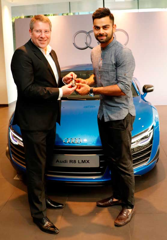 Joe-King,-Head-Audi-India-delivers-the-limited-edition-Audi-R8-LMX-to-Ace-Cricketer-virat-Kohli-2