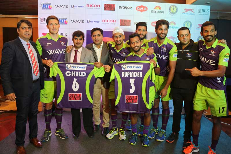 'DELHI-WAVERIDERS'-Unveils-Its-Young-Squad-for-HIL-2016-where-TVS-TYRES-is-the-official-tyre-partner