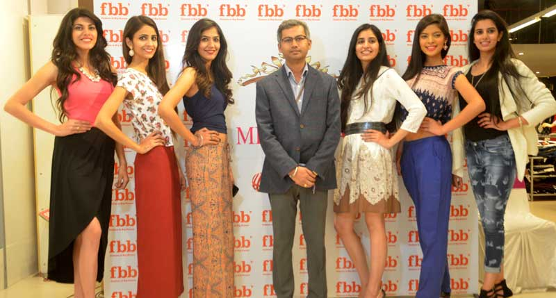 Fbb-Femina-Chandigarh-city-audition-winners-and-Sreekishan-Honale,Store-Manager-Big-Bazaar,Elante-Mall-posing-for-a-photograph-during-the-event