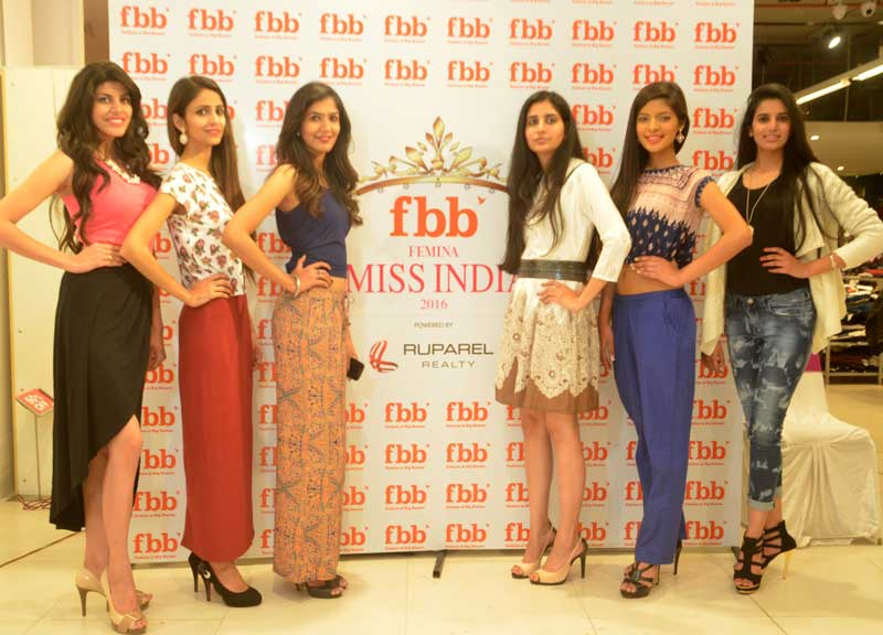 Fbb-Femina-Chandigarh-city-audition-winners-posing-for-a-photograph-at-Big-Bazaar,-Elante-Mall-(1)