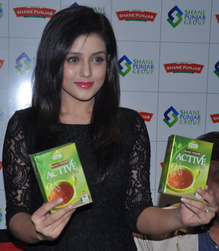 Mishti-Chakraborty-launched-Shane-Punjab-Group's-finest-tea-brands-–-Shane-Punjab-Superior-Tea-and-Shane-Punjab-Premium-Tea-at-the-press-conference-in-Chandigarh-Pic3
