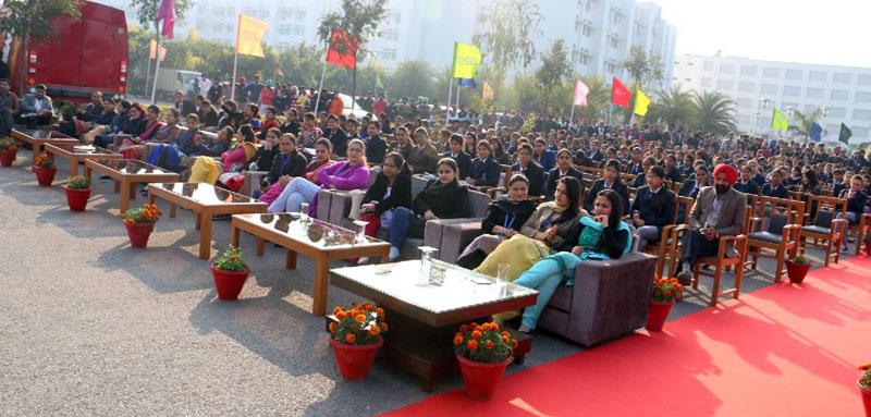 Rashpal-Singh-Dhaliwal,President-CGC-while-distributing-the-F-D-to-Girl-Child-parents-at-CGC-Jhanjeri-2