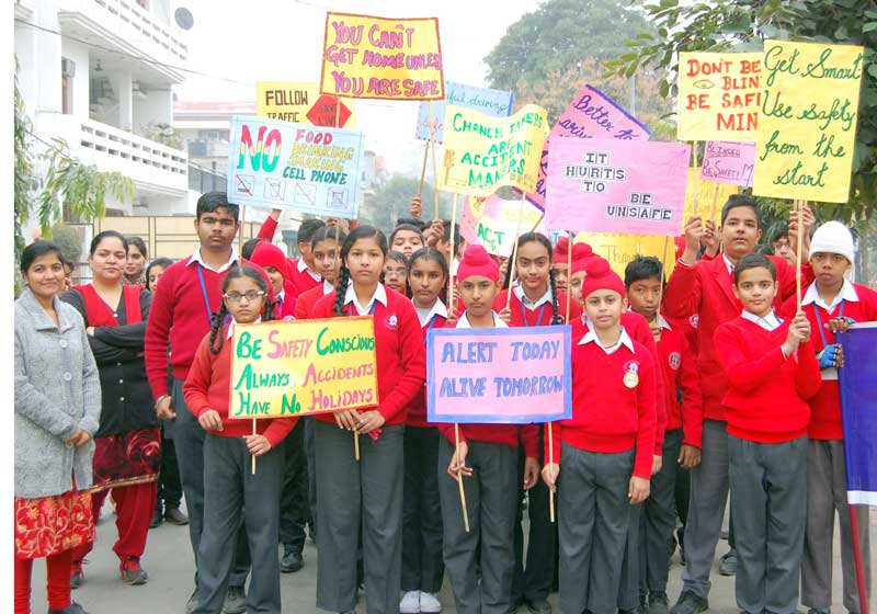 Students--of-Ashmah-International-school,-Sector-70,-Mohali--conduct-rally-on-traffic-awareness-week-4