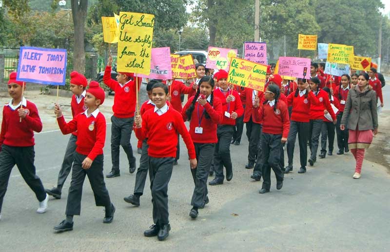 Students--of-Ashmah-International-school,-Sector-70,-Mohali--conduct-rally-on-traffic-awareness-week