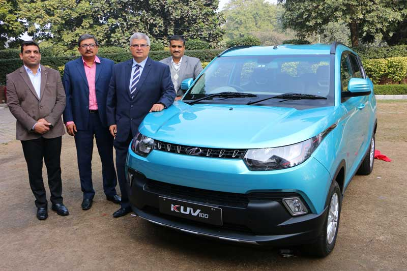 Third-from-Left---Mr-Vivek-Nayer-Chief-Marketing-Officer,-Automotive-Division,-Mahindra-&-Mahindra-Ltd-during--the-launch-of-KUV-100-at-Hotel-Taj-Chandigarh-on-Tuesday
