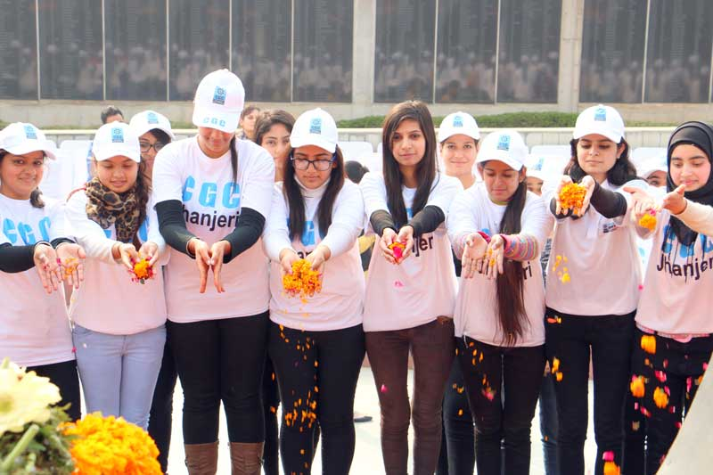 Chandigarh-Group-of-Colleges---Jhanjeri-visited-Chandigarh-War-Memorial-to-remember-supreme-Sacrifice-of-Soldiers--1-copy