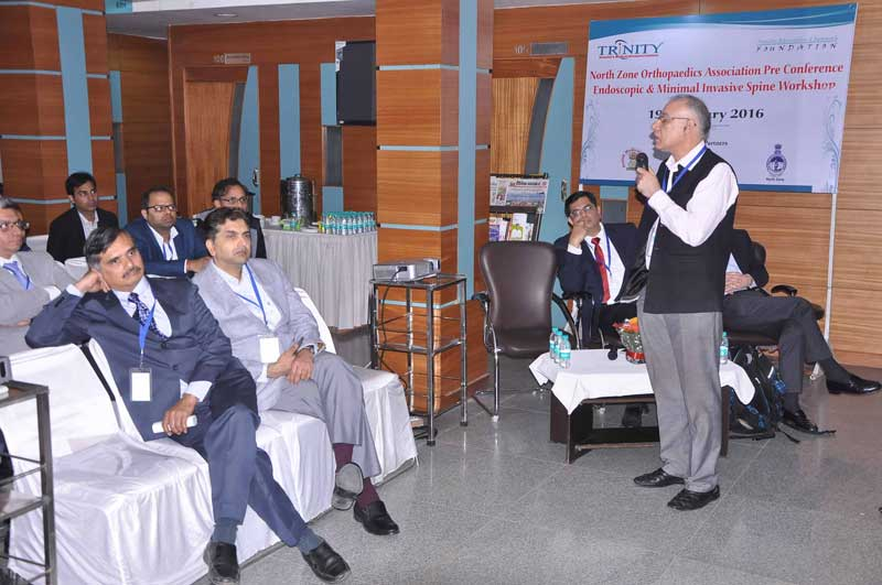 Dr-Dr.-Mohinder-Kaushal,-Convener,-Minimal-Invasive-Spine-Workshop-addressing-the-doctors