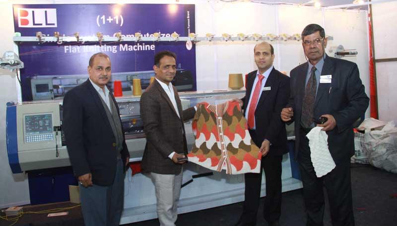 Exhibitors-showcasing-their-machines-in-GMMSA-EXPO-INDIA-2016-in-Ludhiana-(2)