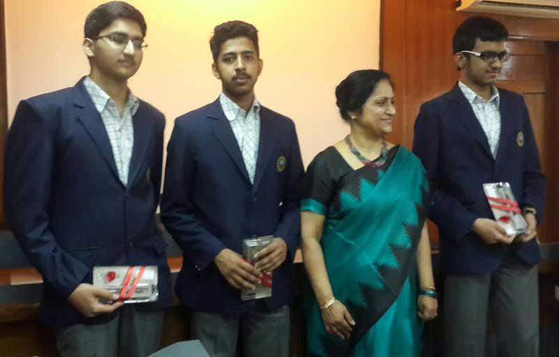Indian-National-Maths-Olympiad-qualifiers-Sarvesh-Mehtani,-Manthan-Jindal-,Archit-Nanda-with-Principal-Shashi-Banerjee