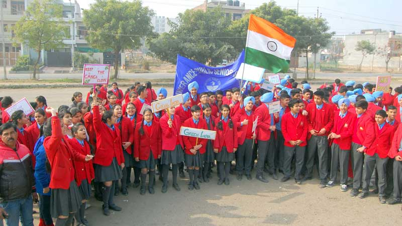 Make-Garbage-free-Mohali--aawareness-Rally-y-by--Students-of-Lawernece-Sen-Sec-School,-Sector-51-at-Phase-10,-Mohali-4-copy