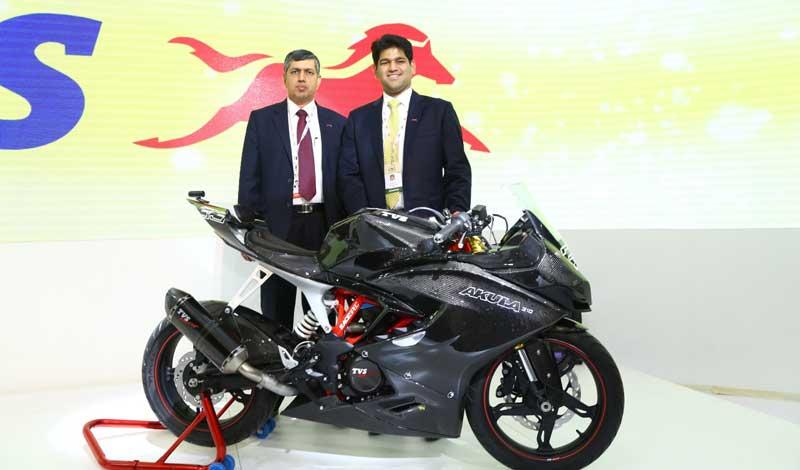 Mr.-Sudarshan-Venu,-Joint-Managing-Director,-TVS-Motor--Company-&-Mr.-KN-Radhakrishnan,-President-&-CEO,-TVS-Motor-Company-at-the-unveiling-of-TVS---AKULA-310-Race-concept