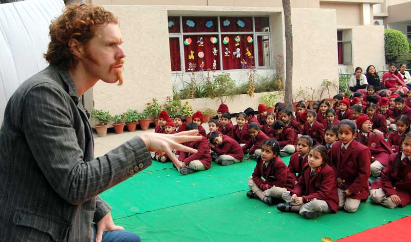 master-storyteller-Mr.Giles-Abbott-from-U.K-displayed-his-amazing-storytelling-skills-for-students-of-Shemrock-Sen-Sec-School,-sector-69,-Mohali-1