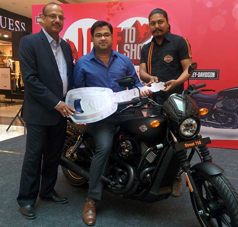 From-L-to-R--Mr-Manoj-Agarwal-Head-of-Operations-Elante-Mall-handing-away-keys-of--Harley-Davidson-Motorbike-to-Mr-Kuldeep-Singh-of-Chandigarh