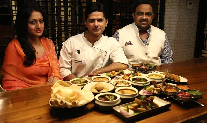 L-R-Kunwar-Shivraj-Singh-Limdi,-Chef-Naveen-Handa,-Executive-Chef-JW-Marriott-and-Kunwarani-Vijaya-Singh-Sirmaur-at-Royal-Food-Festival