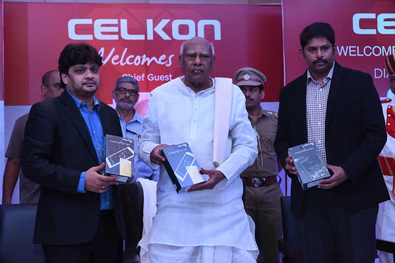 Picture-01---His-Excellency-The-Governer-of-Tamil-Nadu-Dr.-K.-Rosaiah-launches-Celkon's-most-indigenously-developed-and-technologically-innovated-tablets-'4G-Tab-7'-and-'4G-Tab-8'