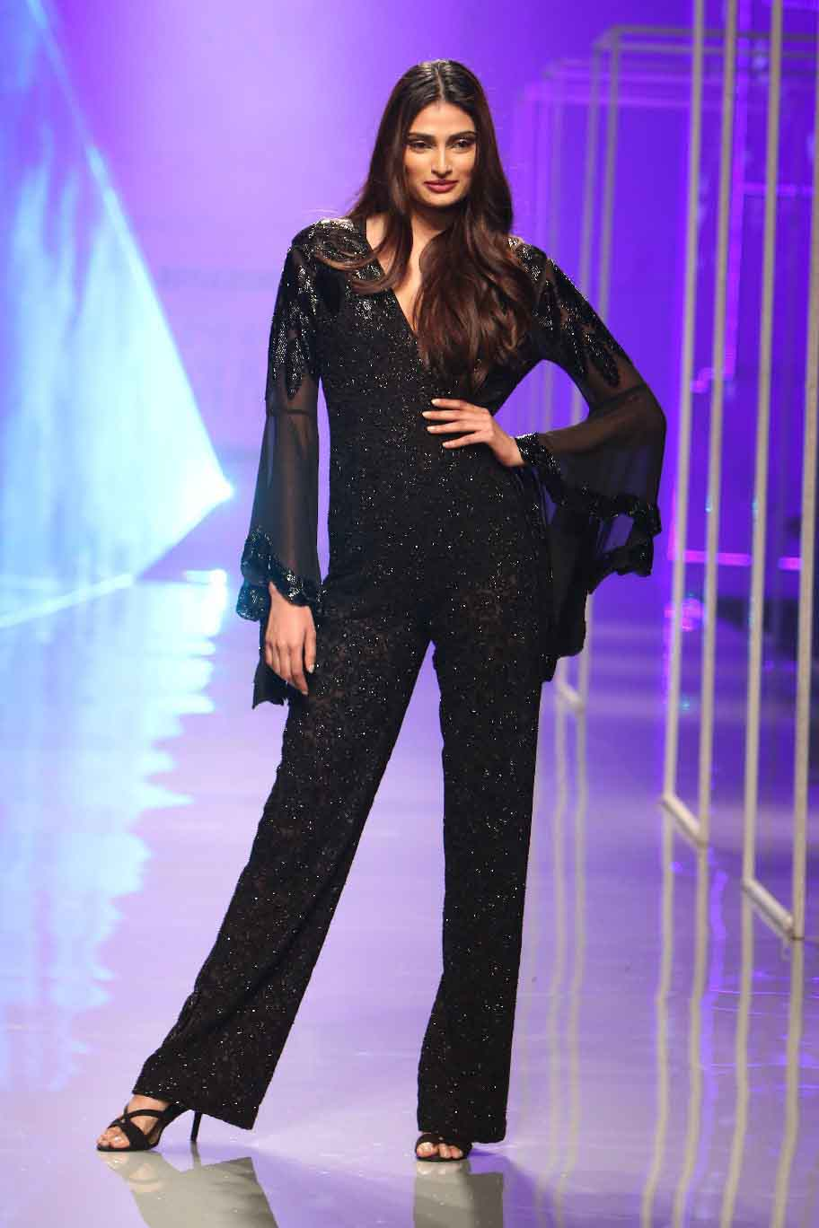 Athiya Shetty as showstopper for Maybelline New York presents Namrata Joshipura