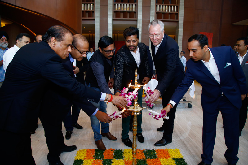 Lamp-Lighting-during-the-Hotel-Inauguration-(2)