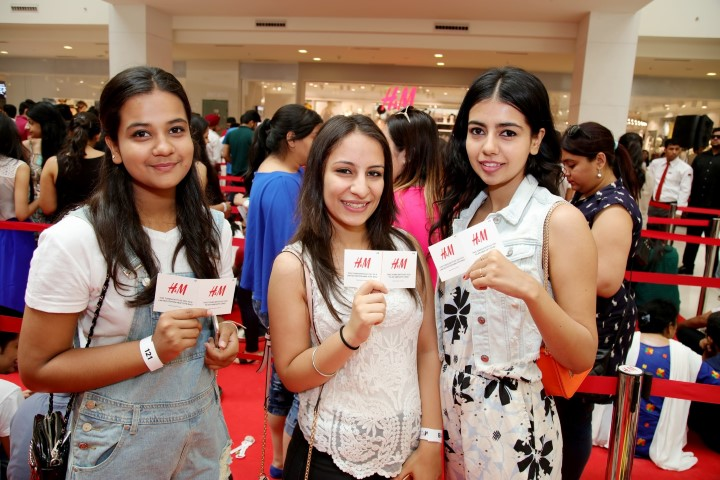 H&M Mohali Store Opening- Happy Customers(1) (Small)