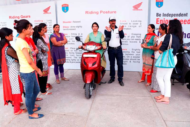 HMSI-Honda-Trainer-giving-Safety-Riding-Tips-to-women-two-wheeler-riders-in-Chandigarh