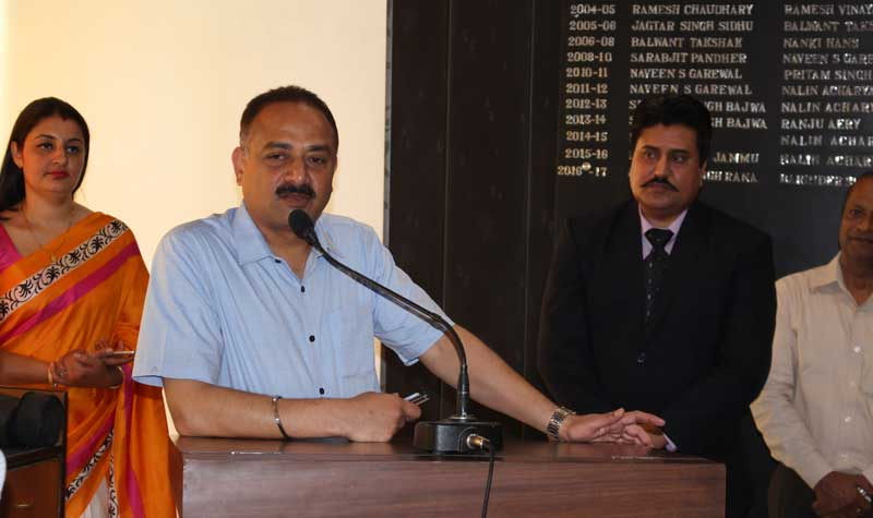 Mr.-Arun-Sood,-Mayor-Chandigarh-with-Jasbir-Thind,-MD,-EduCounsels-introduce-new-contemporary-methods-in-career-councelling