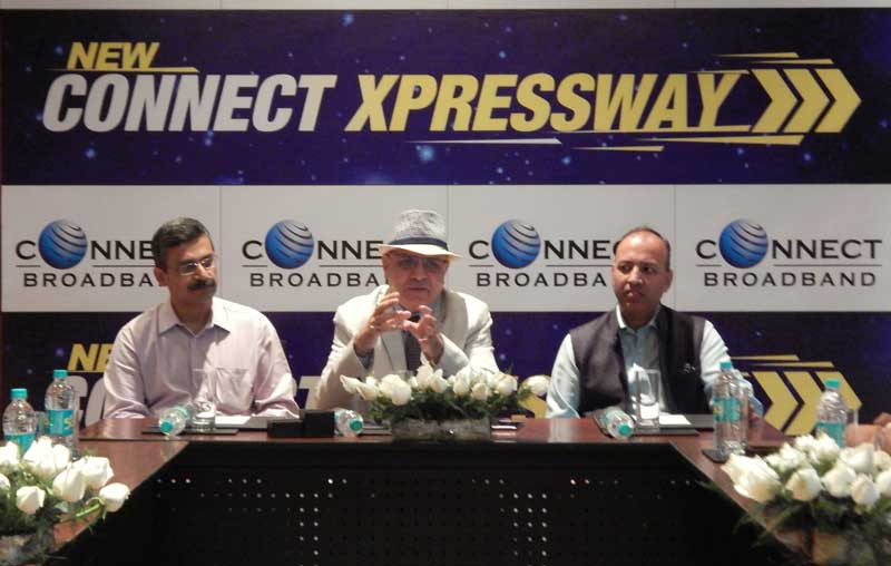 Mr.-Arvind-Bali-(Centre),-Director-and-CEO-Connect-Broadband-and-Videocon-Telecom-during-announcement-of-New-Connect-Xpressway
