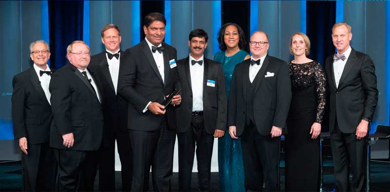 Mr.-Krishna-Bodanapu,-MD-and-CEO-Cyient-(4th-from-left)-along-with-Boeing-officials-receiving-the-Supplier-of-the-Year-award