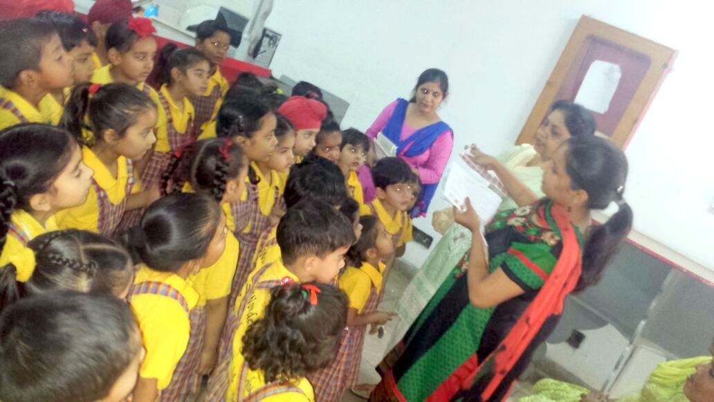 The students of The holy wonder School Visited Post Office 2