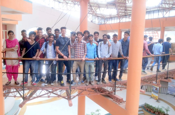Indo Global students visited PEDA to understand five star energy efficient green building 1 copy (Small)