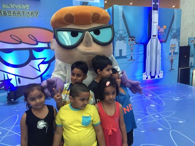 Kids meet & greet cartoon character Dexter at Elante Kids Carnival (4) (Small)