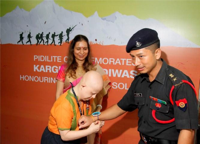 Lt.Col. K.G.Singh COD Mumbai region, with a special kid of Om creation trust(1) (Small)