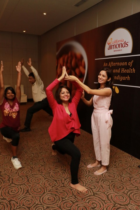 Shobhna Juneja, Fitness Expert, charged up the audience with the fun workout session (Small)