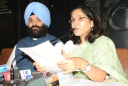 """AAP issues 'White Paper' on """"Super Scams"""" by Akalis on """"Power Surplus Punjab"""" claim"""