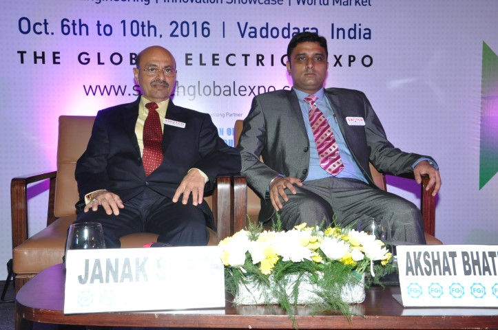 (L-R) Mr. Janak Seth, Sr. Vice President, Federation Of Gujarat Industries and Mr. Akshat Bhatnagar, DG Marketing, SWITCH 2016 (Small)