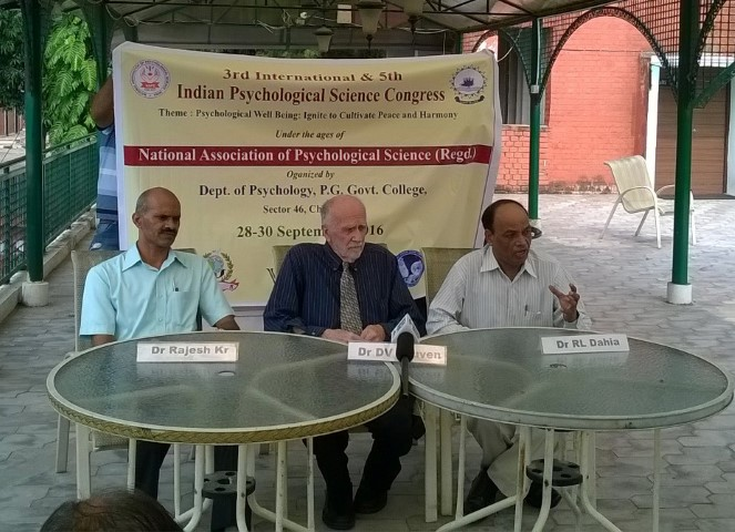dr-roshan-lal-dahia-right-at-chandigarh-press-club-also-seen-are-dr-rajesh-kumar-and-dr-dean-v-leuven-2-small